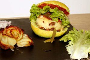 un burger tomate mozzarella basilic