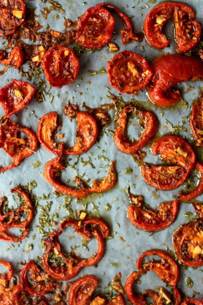 Tomates séchées en fin de cuisson sur plaque