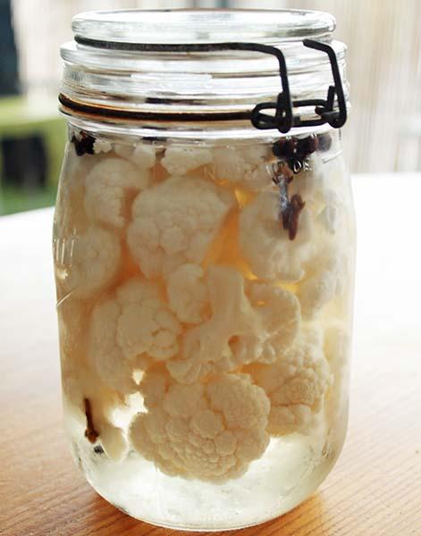 chou fleur fermenté dans du vinaigre