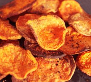 chips de patate douce au four croustillantes et dorées